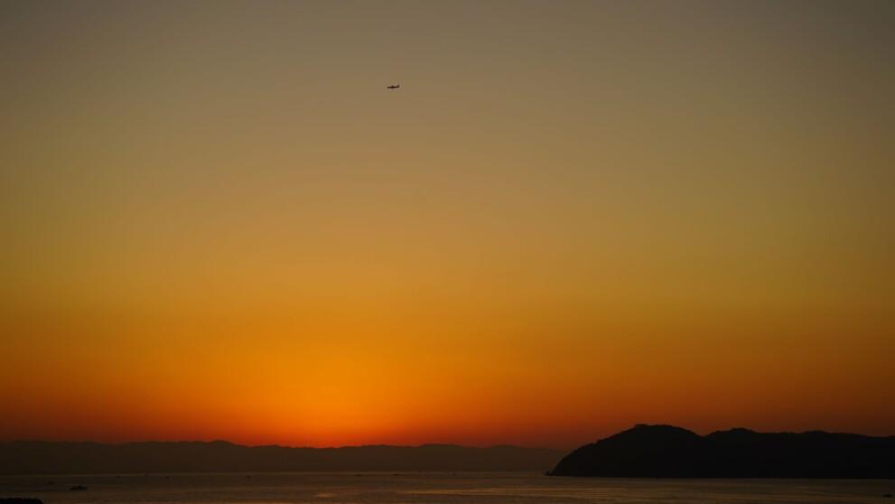 淡路島より沼島横から上がる日の出前